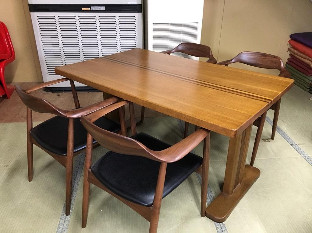 木製のテーブル